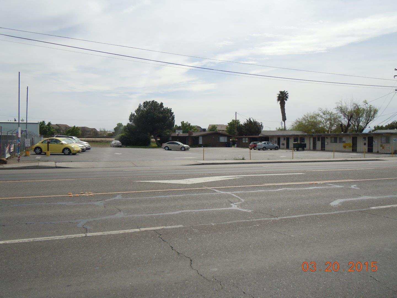 Коммерческий для того Продажа на 739 W Pacheco Boulevard Los Banos, Калифорния 93635 Соединенные Штаты