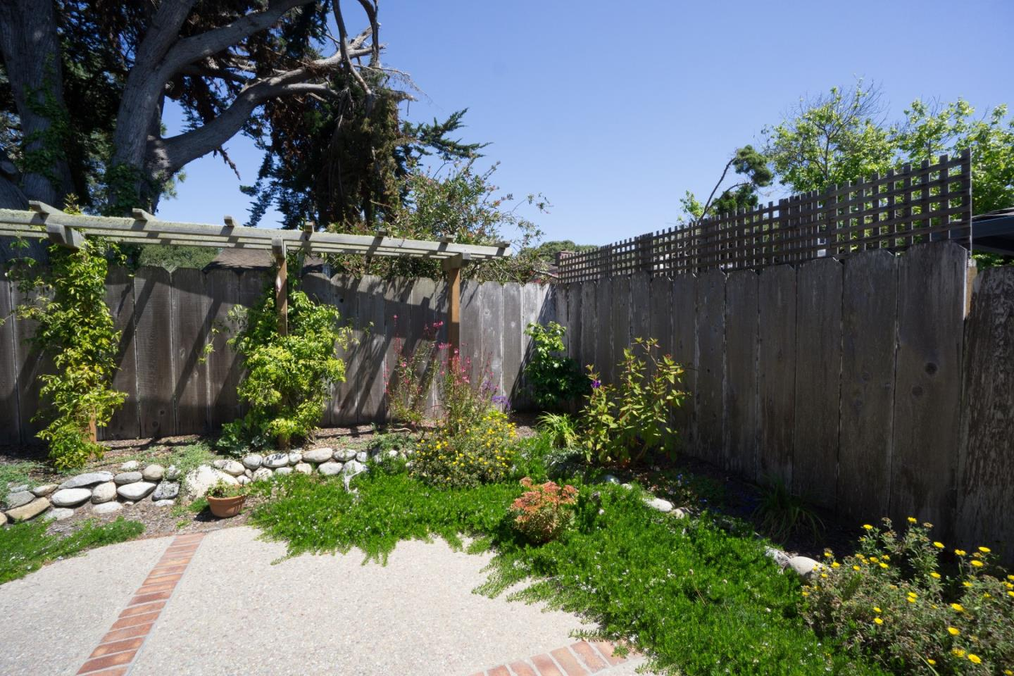 Additional photo for property listing at 811 Walnut Street 811 Walnut Street Pacific Grove, California 93950 Estados Unidos