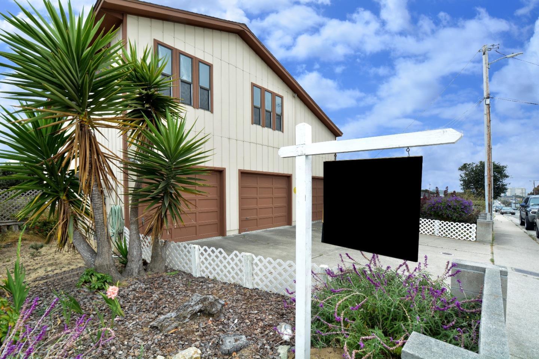 Частный односемейный дом для того Продажа на 1060 Sonoma Avenue Seaside, Калифорния 93955 Соединенные Штаты