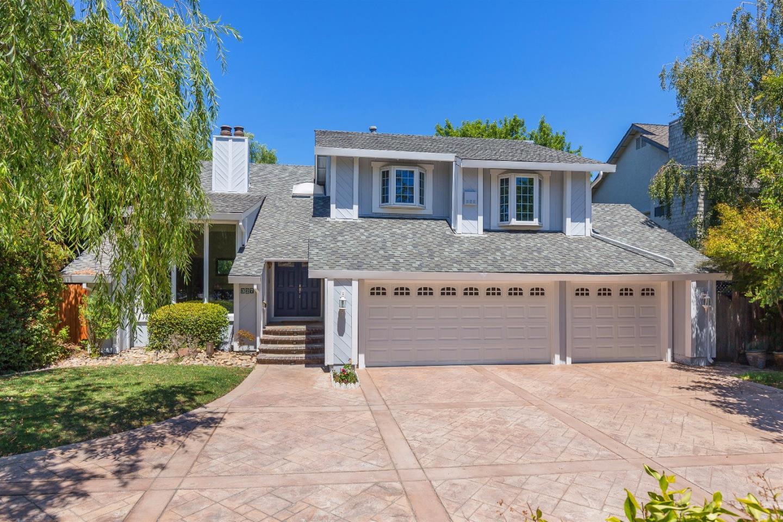 Maison unifamiliale pour l Vente à 327 Carlton Avenue Los Gatos, Californie 95032 États-Unis
