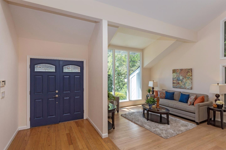 Additional photo for property listing at 327 Carlton Avenue  Los Gatos, Californie 95032 États-Unis