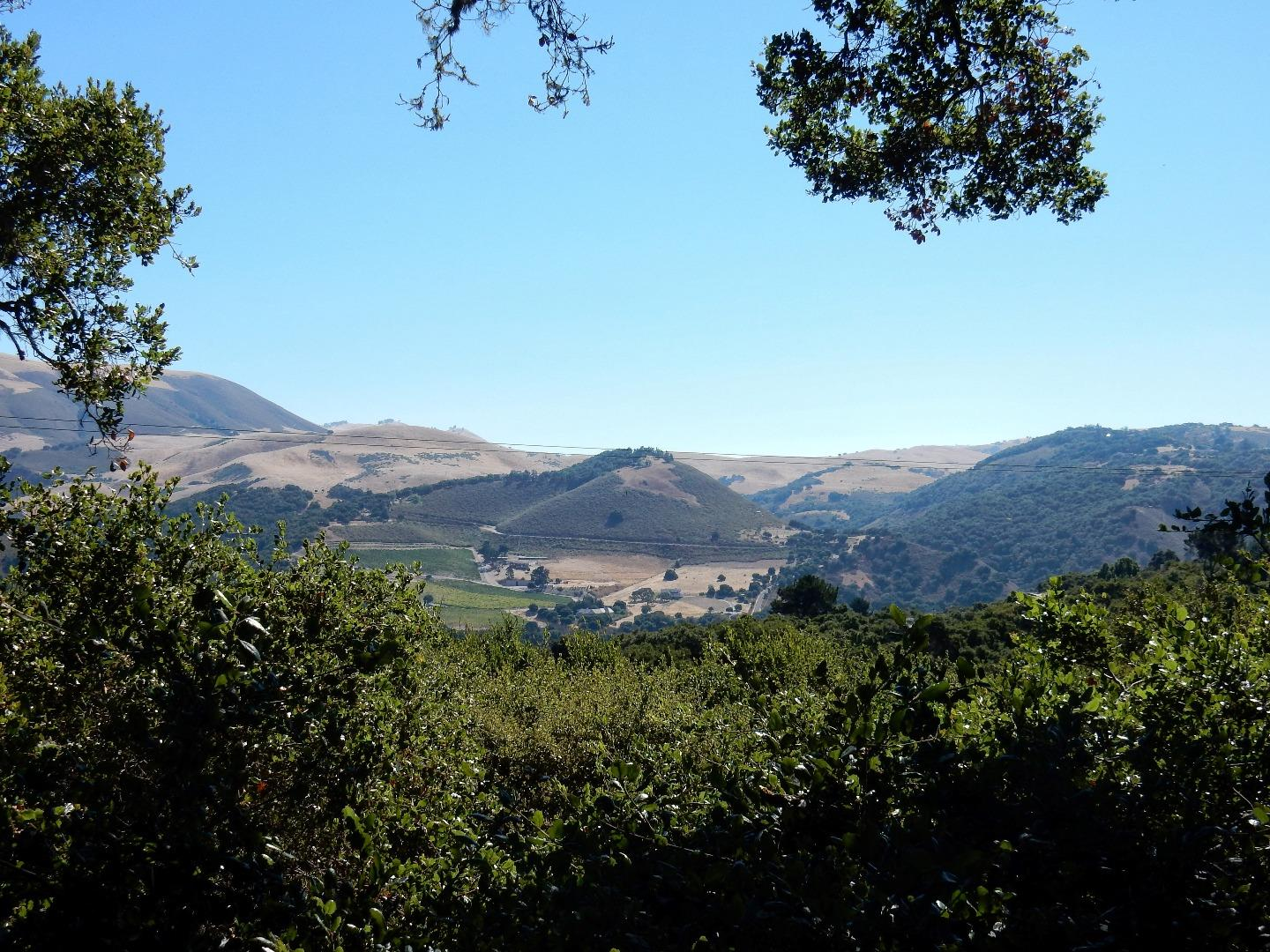 Additional photo for property listing at 2 Cummings Drive  Carmel Valley, California 93924 United States