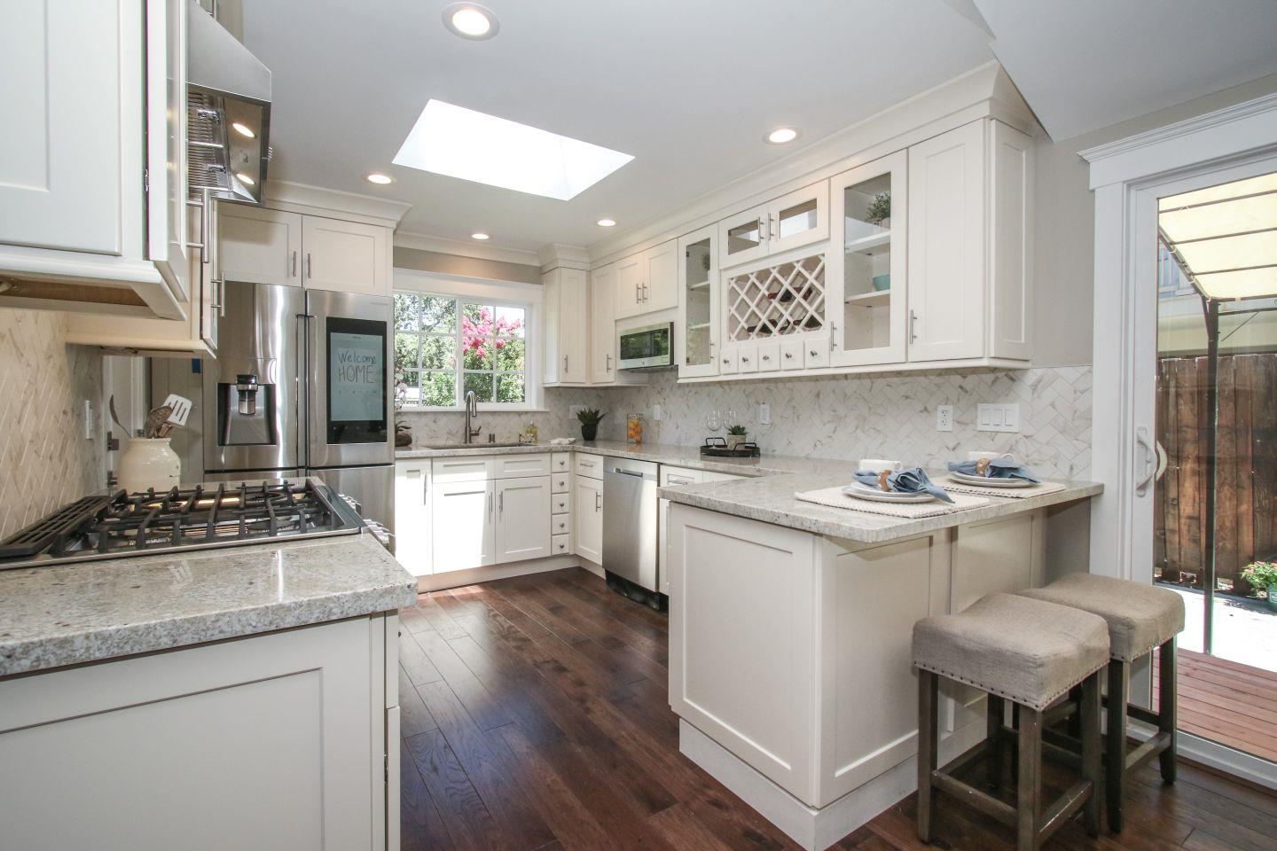 Additional photo for property listing at 555 Redwood Avenue  Redwood City, Kalifornien 94061 Vereinigte Staaten