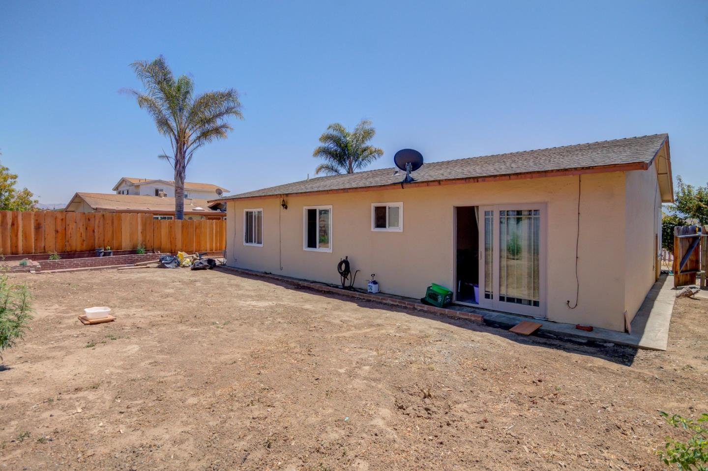 Additional photo for property listing at 1655 Siskiyou Drive  Salinas, California 93906 United States