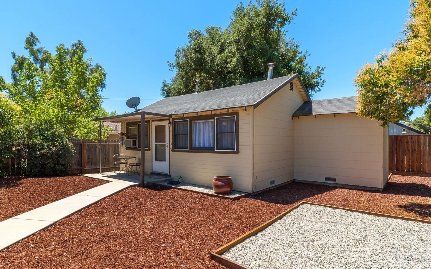 Additional photo for property listing at 843 S H Street  Livermore, California 94550 United States