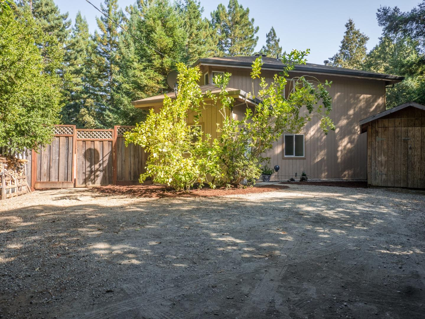 Maison unifamiliale pour l Vente à 1492 Redwood Road Corralitos, Californie 95076 États-Unis