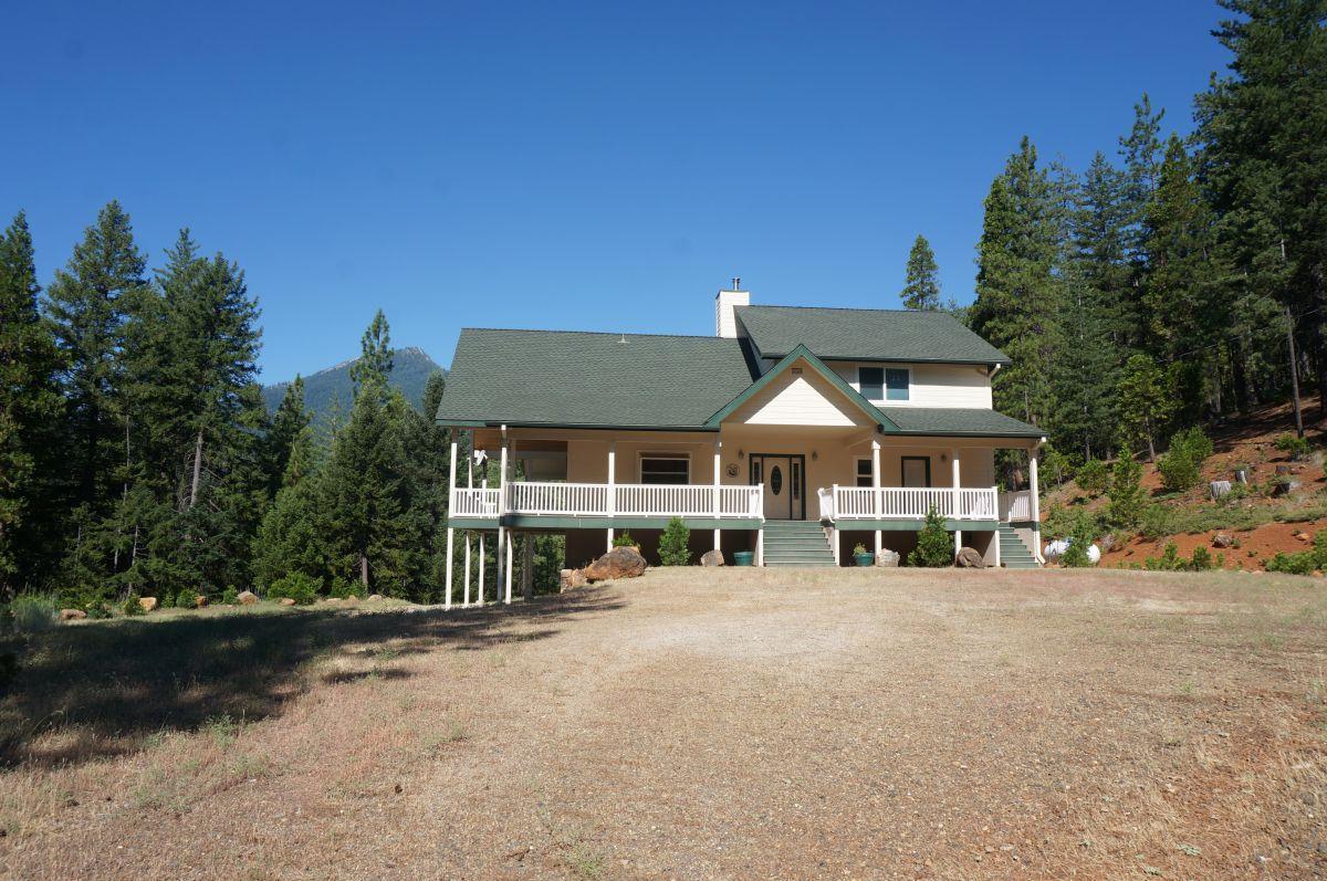 Частный односемейный дом для того Продажа на 275 Canyon View Drive 275 Canyon View Drive Trinity Center, Калифорния 96091 Соединенные Штаты