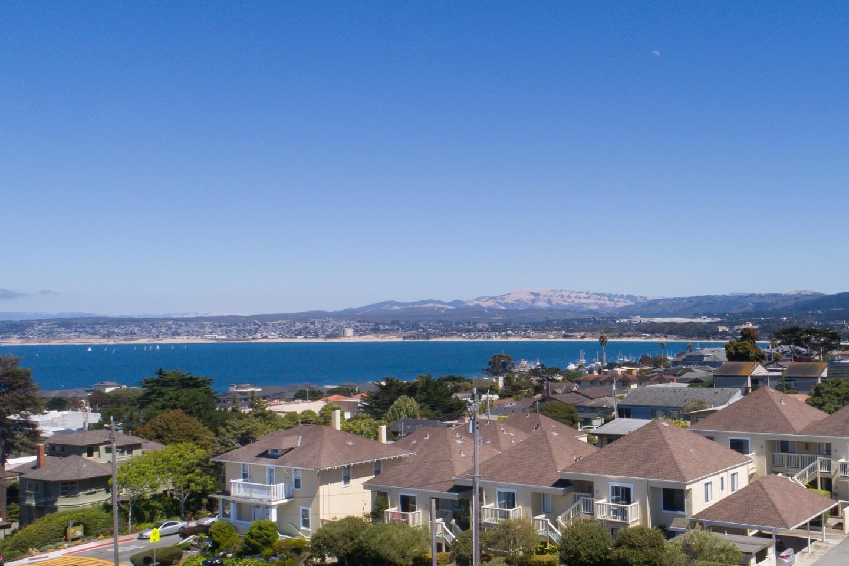 شقة بعمارة للـ Sale في 585 Laine Street 585 Laine Street Monterey, California 93940 United States