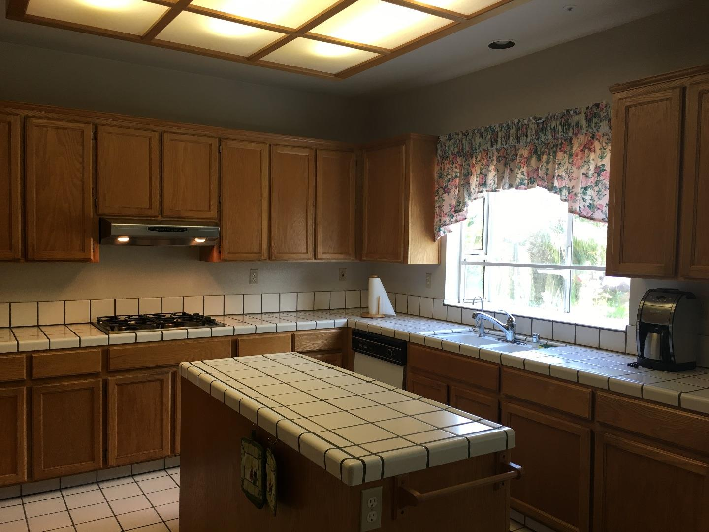 Additional photo for property listing at 1903 Newcastle Drive  Salinas, California 93906 United States