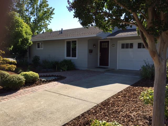Частный односемейный дом для того Аренда на 1098 Solana Drive Mountain View, Калифорния 94040 Соединенные Штаты