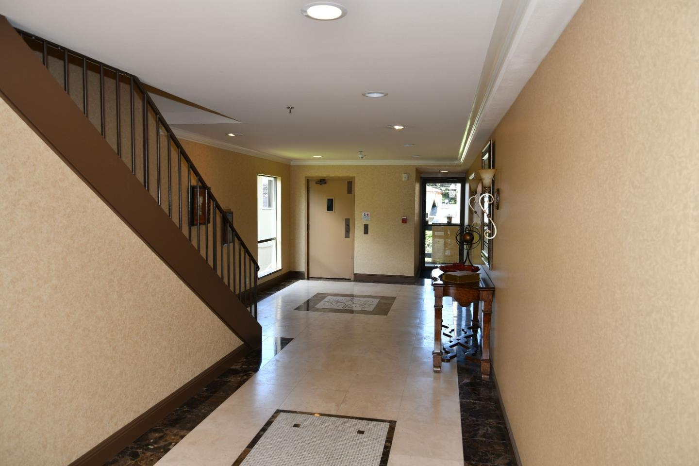 Additional photo for property listing at 1056 El Camino Real  Burlingame, California 94010 United States