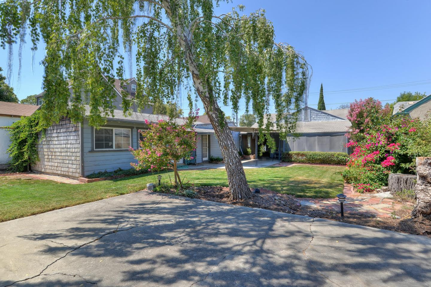Additional photo for property listing at 1074 Pine Avenue  San Jose, California 95125 United States