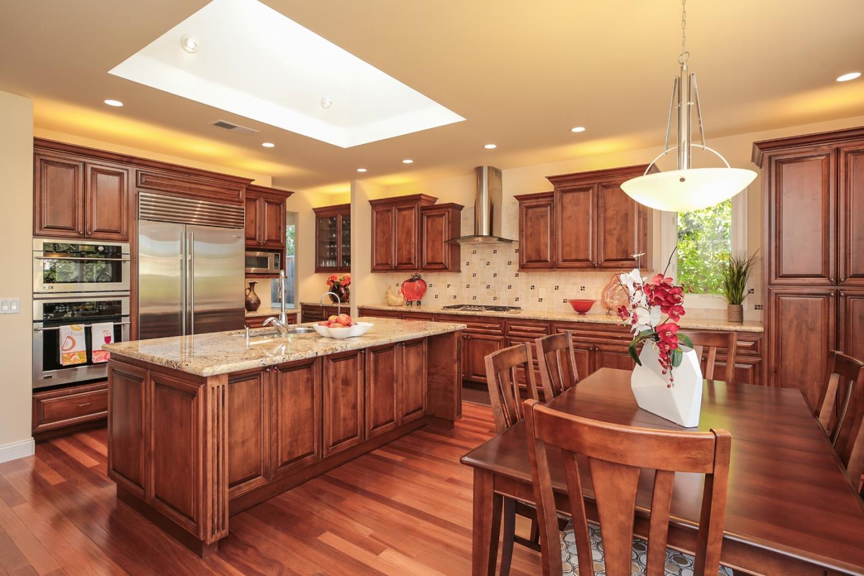 Casa Unifamiliar por un Venta en 1240 Sandalwood Lane Los Altos, California 94024 Estados Unidos