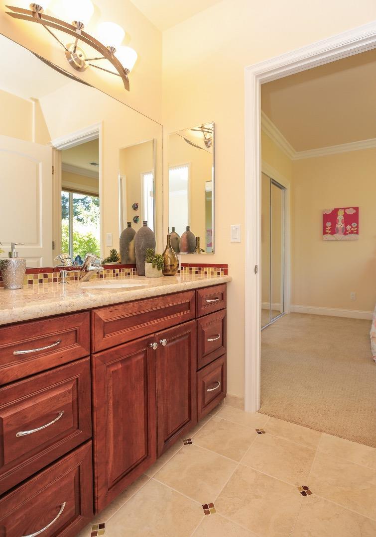 Additional photo for property listing at 1240 Sandalwood Lane  Los Altos, California 94024 Estados Unidos