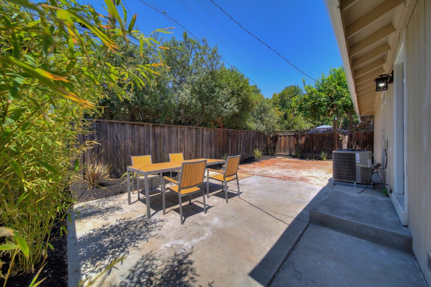 Additional photo for property listing at 201 Brooklyn Avenue  San Jose, California 95128 Estados Unidos