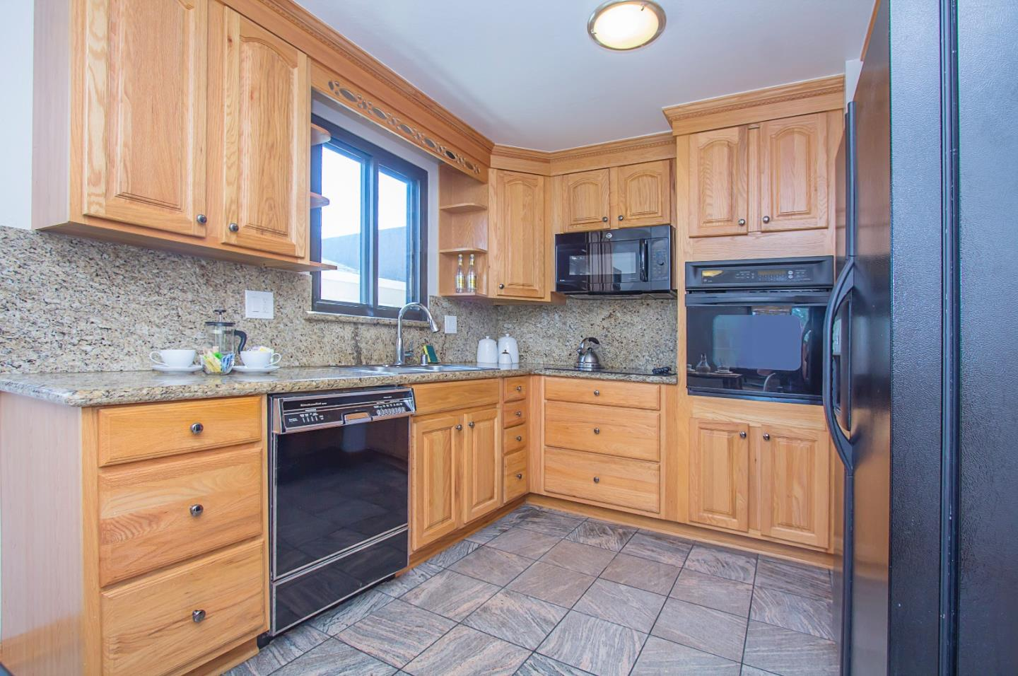 Additional photo for property listing at 24 Lycett Circle  Daly City, Californie 94015 États-Unis