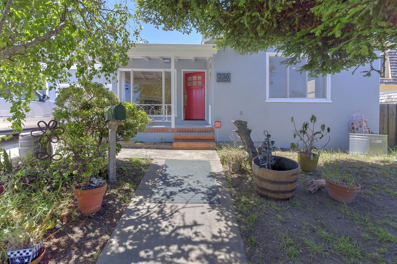 Casa Unifamiliar por un Alquiler en 236 B Street South San Francisco, California 94080 Estados Unidos