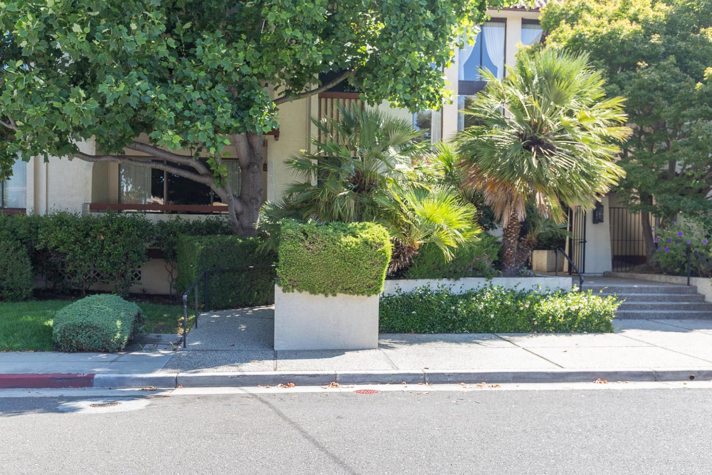 Additional photo for property listing at 320 Elm Street  San Mateo, カリフォルニア 94401 アメリカ合衆国