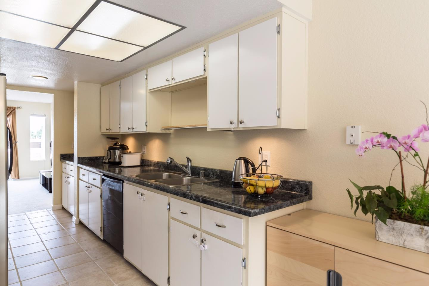 Additional photo for property listing at 3550 Carter Drive  South San Francisco, カリフォルニア 94080 アメリカ合衆国