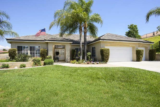 واحد منزل الأسرة للـ Sale في 6196 Claridge Drive Riverside, California 92506 United States