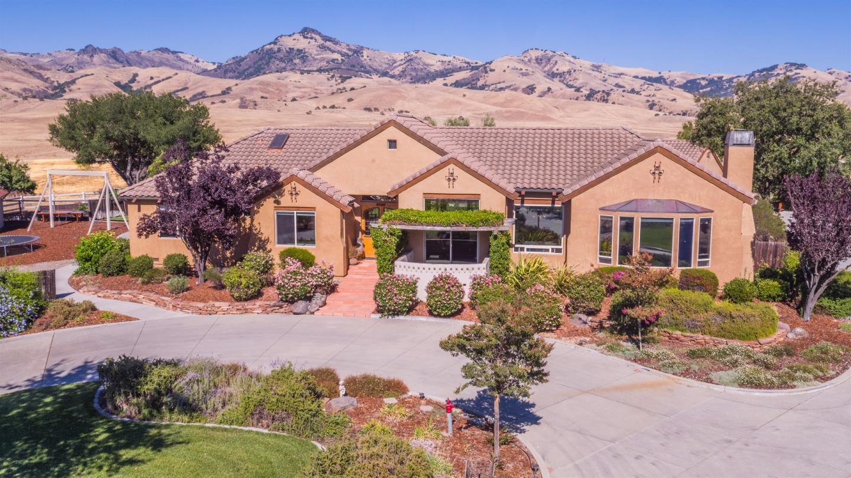 Частный односемейный дом для того Продажа на 2200 Santa Ana Valley Road Hollister, Калифорния 95023 Соединенные Штаты