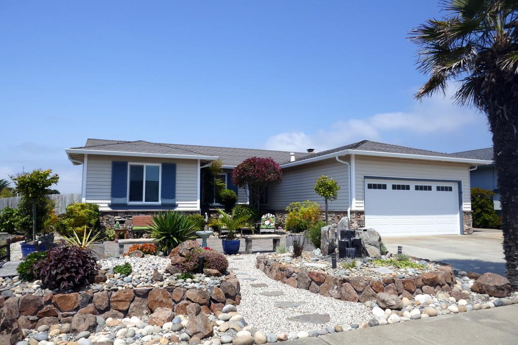 Maison unifamiliale pour l Vente à 400 Saint John Avenue 400 Saint John Avenue Half Moon Bay, Californie 94019 États-Unis