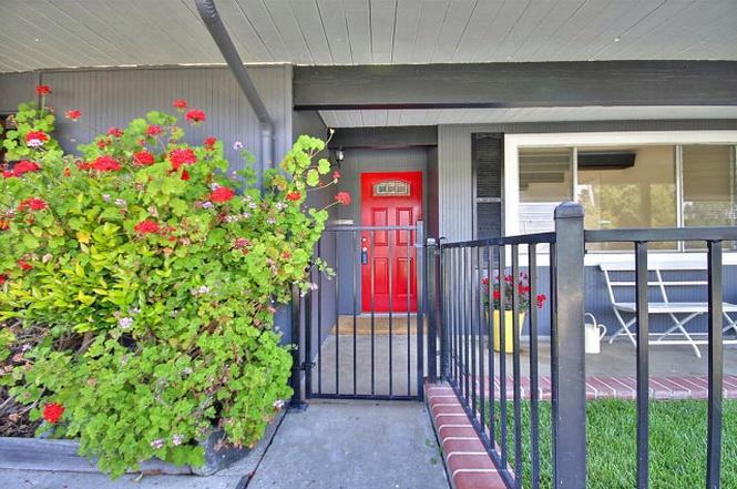 Частный односемейный дом для того Аренда на 2360 Bunker Hill Drive San Mateo, Калифорния 94402 Соединенные Штаты