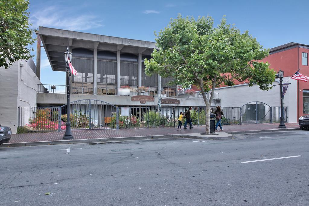 Commercial pour l Vente à 449 Alvarado Street Monterey, Californie 93940 États-Unis