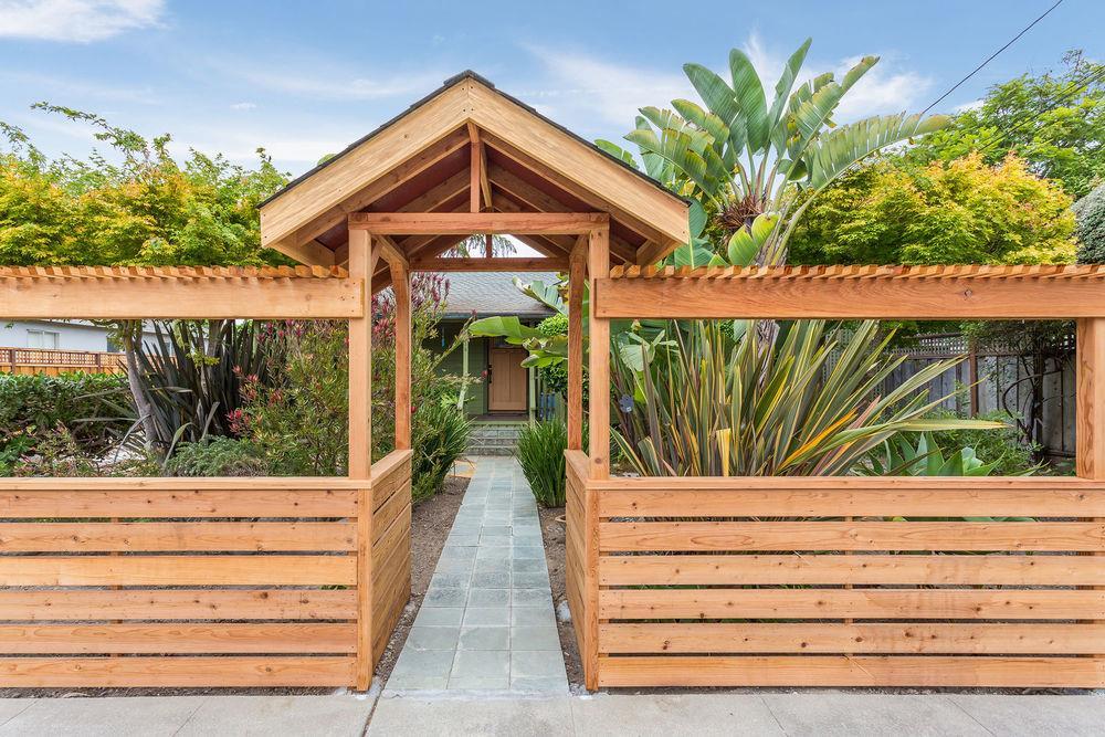 Casa Multifamiliar por un Venta en 514 Hanover Street Santa Cruz, California 95062 Estados Unidos