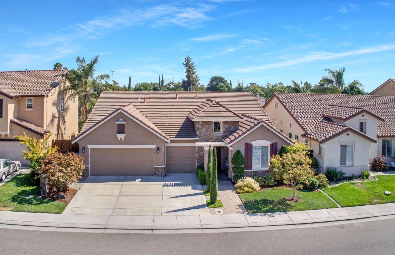 Частный односемейный дом для того Продажа на 1408 Blakely Lane Modesto, Калифорния 95356 Соединенные Штаты