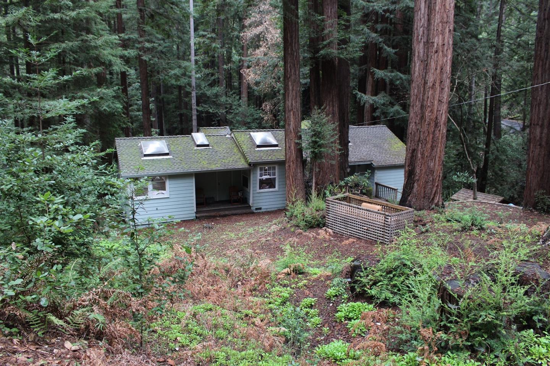 واحد منزل الأسرة للـ Sale في 1121 Scenic Drive 1121 Scenic Drive Felton, California 95018 United States