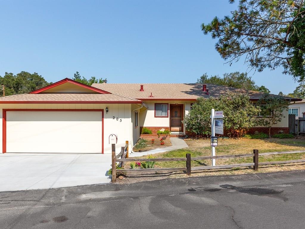 Casa Unifamiliar por un Venta en 205 Eleana Drive 205 Eleana Drive Ben Lomond, California 95005 Estados Unidos