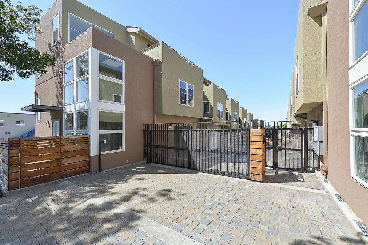 多戶家庭房屋 為 出售 在 9849 Macarthur Boulevard Oakland, 加利福尼亞州 94605 美國