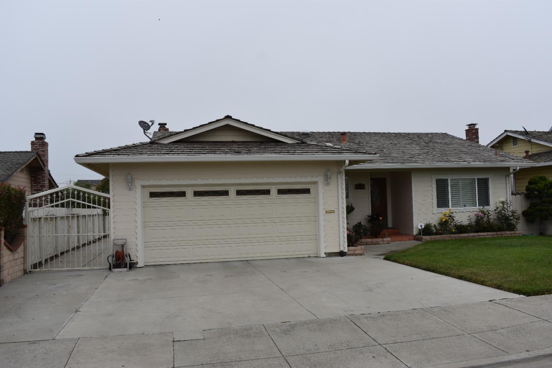 واحد منزل الأسرة للـ Sale في 10521 Mcdougall Street Castroville, California 95012 United States