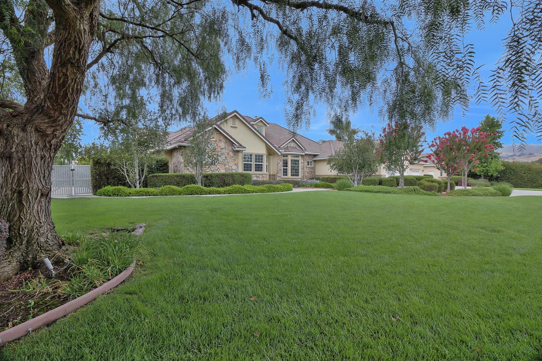 Частный односемейный дом для того Продажа на 1415 Arlington Court San Martin, Калифорния 95046 Соединенные Штаты