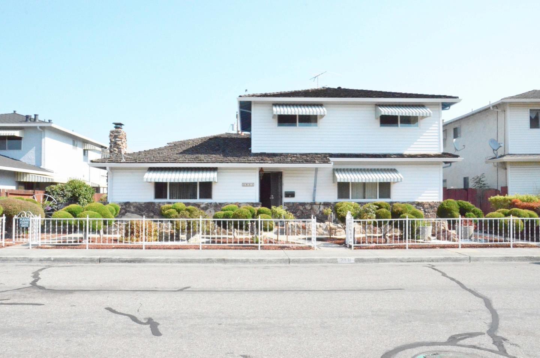 Casa Multifamiliar por un Venta en 2831 Malabar Avenue 2831 Malabar Avenue Santa Clara, California 95051 Estados Unidos