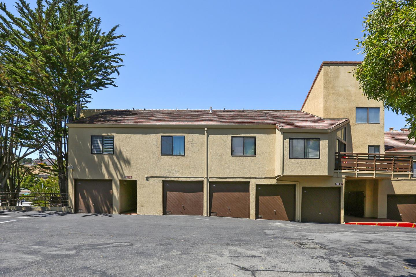 شقة بعمارة للـ Sale في 1 Appian Way 1 Appian Way South San Francisco, California 94080 United States
