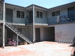 多戶家庭房屋 為 出售 在 2341 Cooley Avenue East Palo Alto, 加利福尼亞州 94303 美國