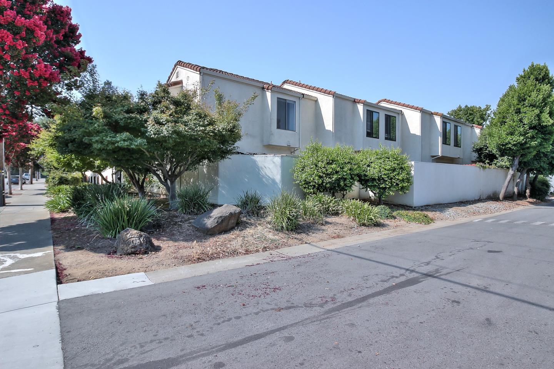 Appartement en copropriété pour l Vente à 8105 Kern Avenue Gilroy, Californie 95020 États-Unis