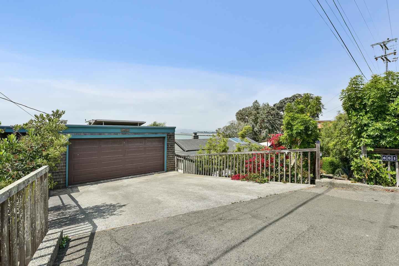 Частный односемейный дом для того Продажа на 651 Ocean Avenue Richmond, Калифорния 94801 Соединенные Штаты