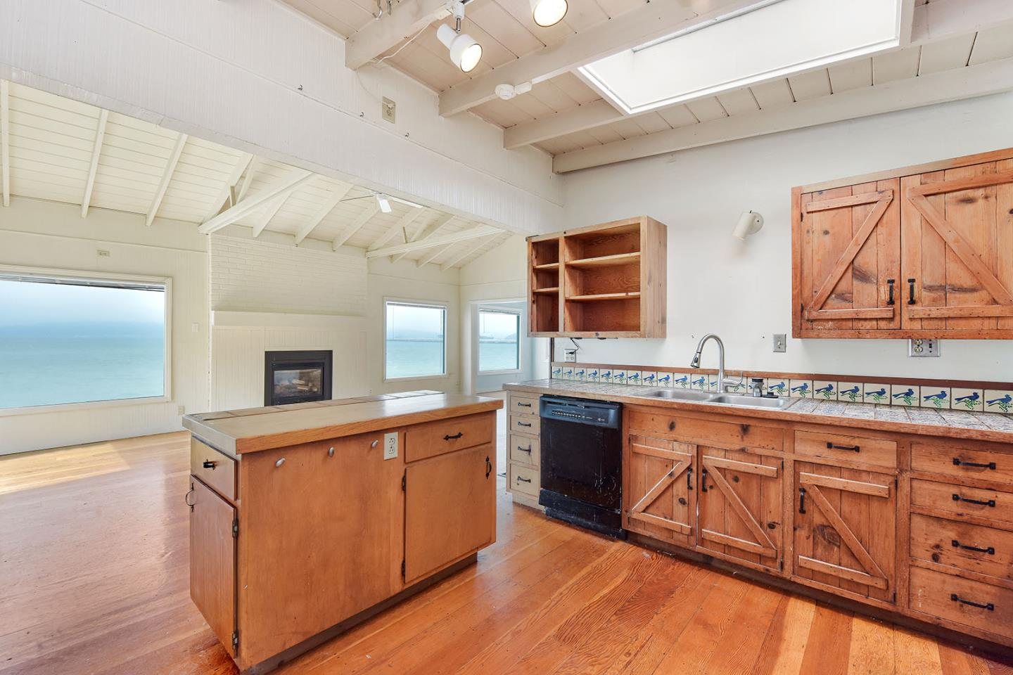 Additional photo for property listing at 651 Ocean Avenue 651 Ocean Avenue Richmond, カリフォルニア 94801 アメリカ合衆国