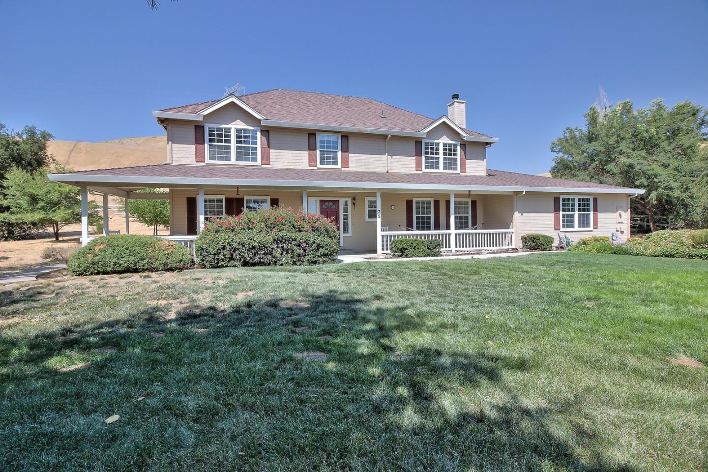 Частный односемейный дом для того Продажа на 73 Saddle Court Tres Pinos, Калифорния 95075 Соединенные Штаты