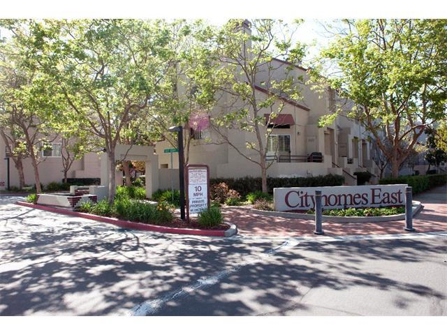 Maison accolée pour l Vente à 43 E Court Lane Foster City, Californie 94404 États-Unis