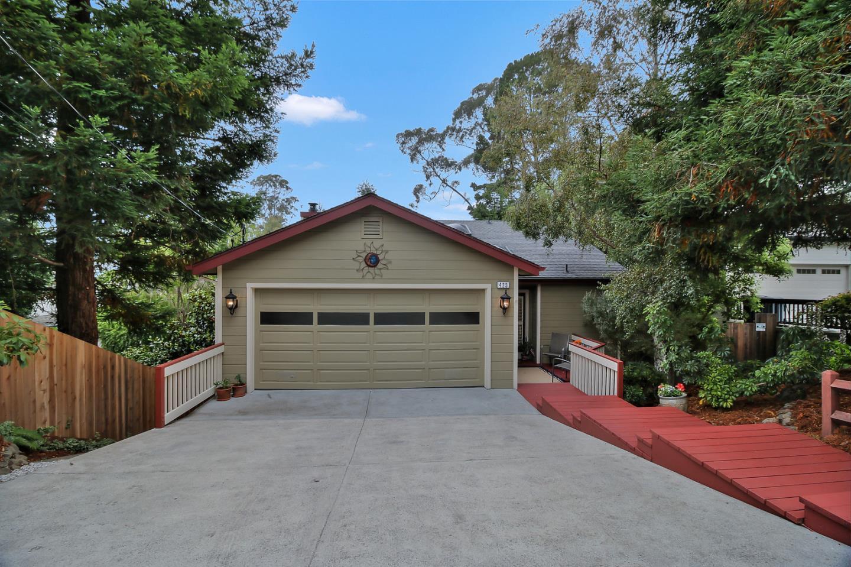Einfamilienhaus für Verkauf beim 423 Ferdinand Avenue 423 Ferdinand Avenue El Granada, Kalifornien 94019 Vereinigte Staaten