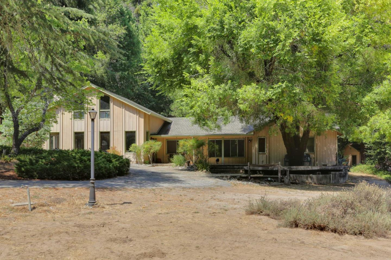واحد منزل الأسرة للـ Sale في 15015 Bear Creek Road Boulder Creek, California 95006 United States