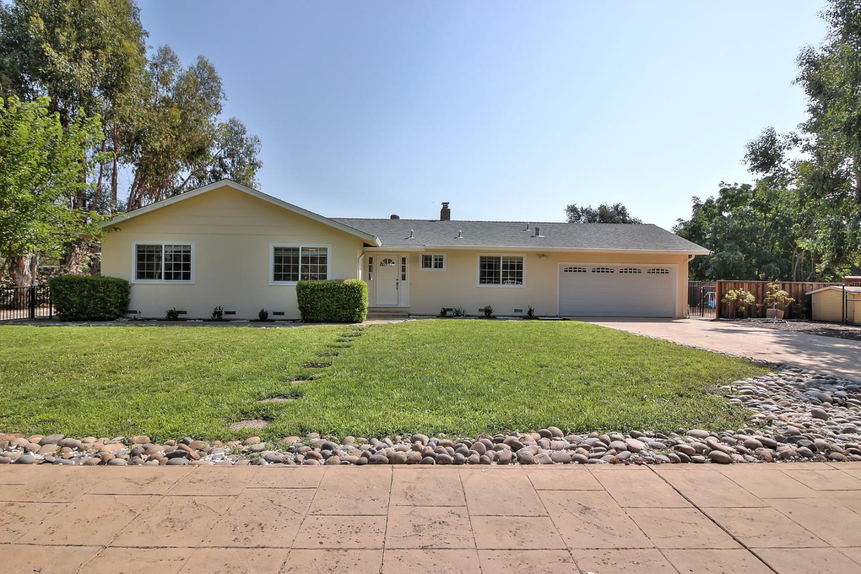 Maison unifamiliale pour l Vente à 13040 Center Avenue 13040 Center Avenue San Martin, Californie 95046 États-Unis