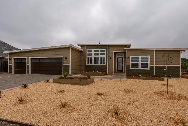 Maison unifamiliale pour l Vente à 345 Belleville Boulevard 345 Belleville Boulevard Half Moon Bay, Californie 94019 États-Unis