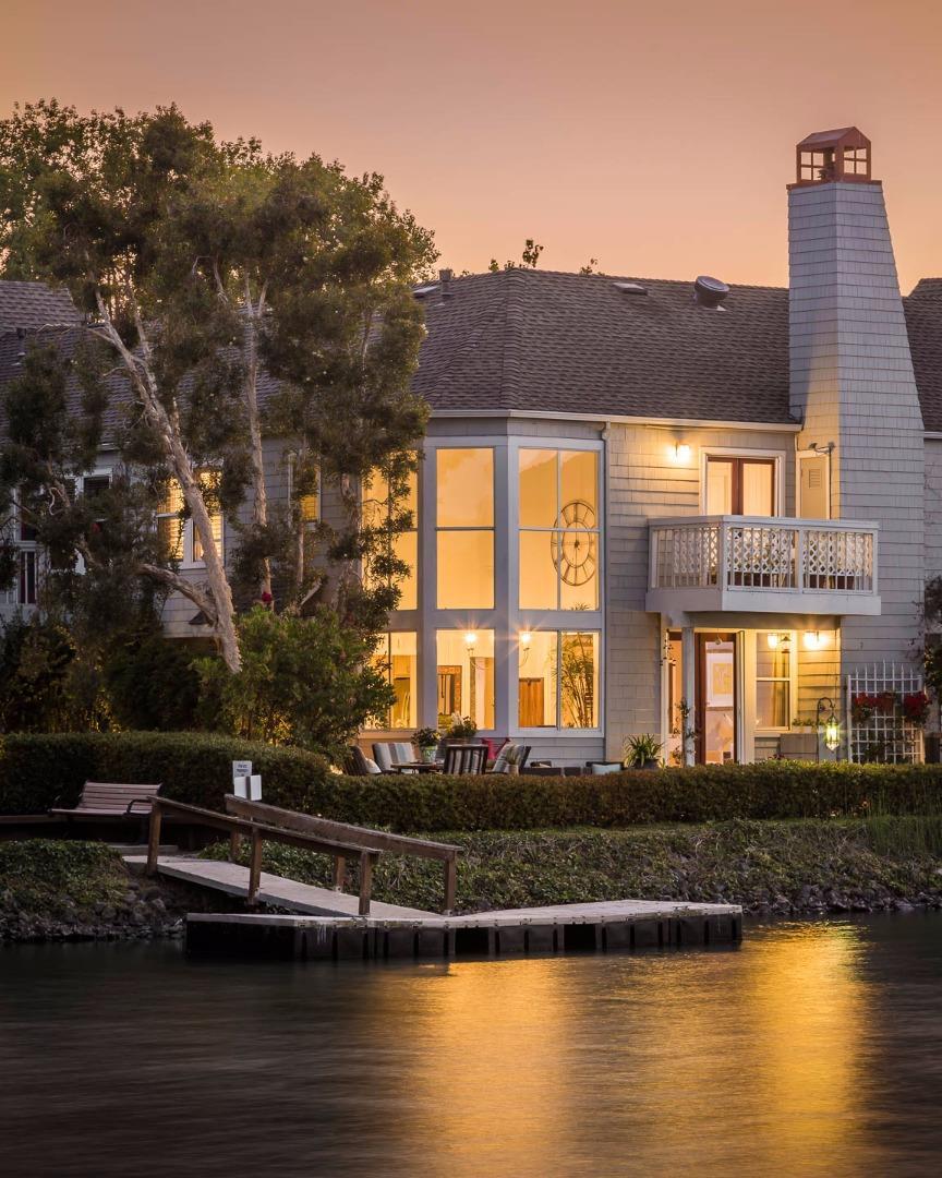 Maison accolée pour l Vente à 207 Mendocino Way 207 Mendocino Way Redwood City, Californie 94065 États-Unis