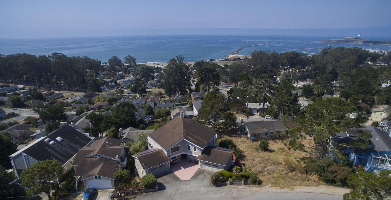 Частный односемейный дом для того Продажа на 1022 Columbus Street 1022 Columbus Street El Granada, Калифорния 94018 Соединенные Штаты