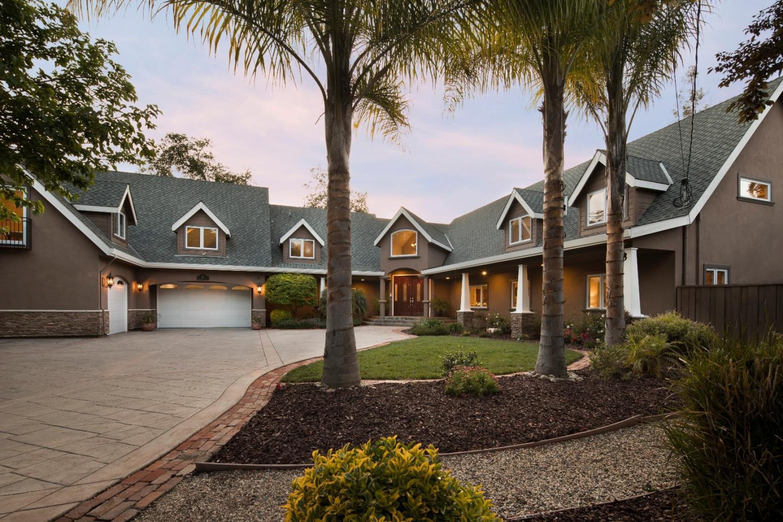واحد منزل الأسرة للـ Sale في 867 Briarwood Way Campbell, California 95008 United States